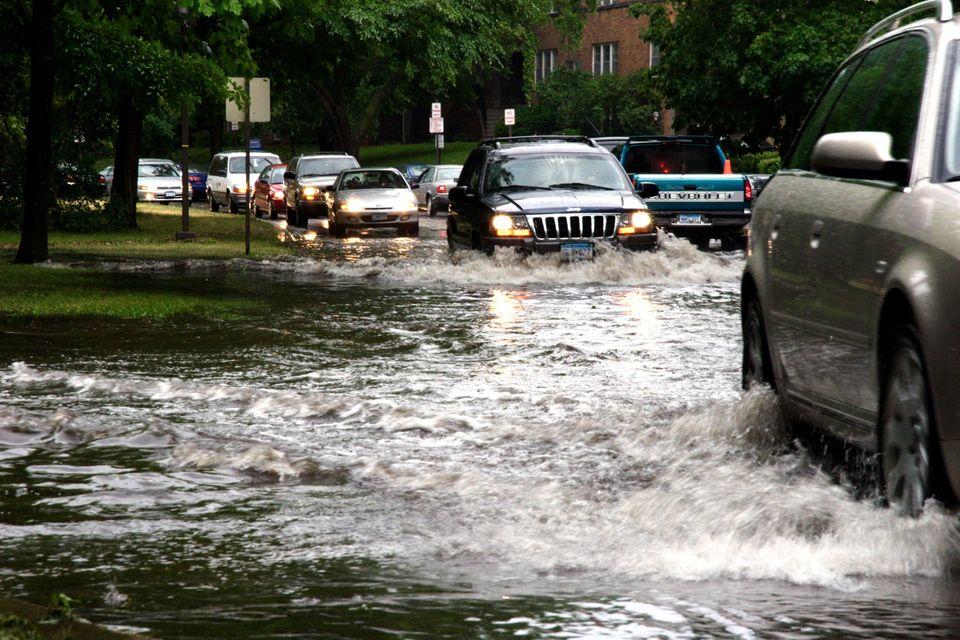 Read more about the article A enchente te prejudicou! E agora? Saiba como reclamar seus prejuízos.