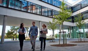 Read more about the article Universidade é condenada ao pagamento de indenização por não analisar documento de aluna